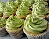 Cupcake sudah dihias krim warna green tea