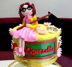 Cake-nya dengan figure little teacher :-)