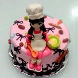 Cakenya 20cm dengan figurine chef kecil yang cute dengan kepang, apron dan topi chefnya....:-D