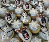Sven, Olaf dan snowflake untuk topper cupcakenya...