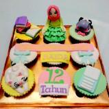 Paket cupcake ceria untuk Raida yang nyaris gagal kirim... :)